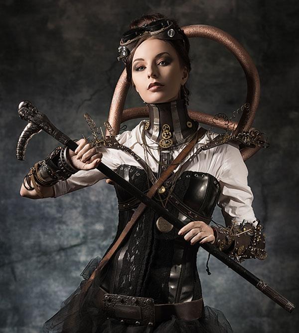Une femme en tenue steampunk porte des goggles sur la tête
