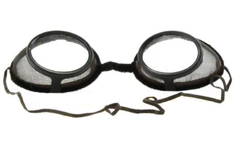 Steampunk goggles look like cinder goggles