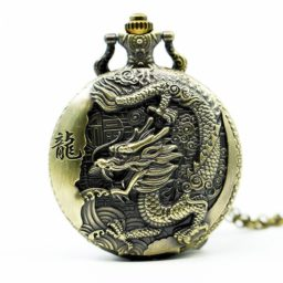 Homme montre dragon oriental