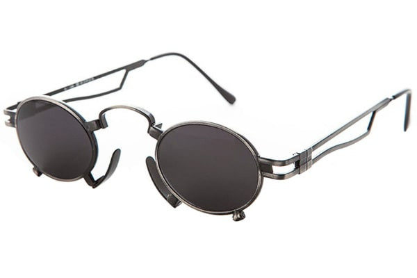 Designer sunglasses with retro-style metal frame
