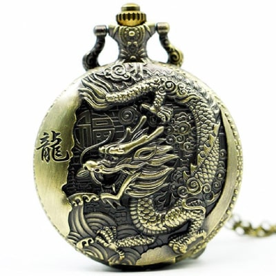 Homme montre dragon oriental intemporel